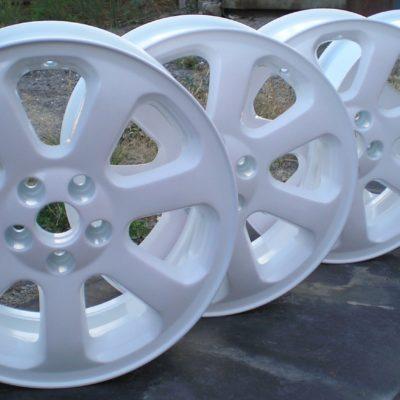 Порошковая покраска автомобильных дисков в белый цвет
