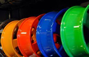 Порошковая покраска автомобильных дисков в разные цвета